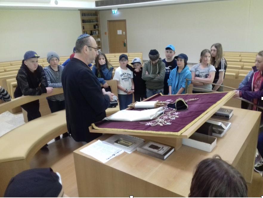 Jahrgangstufe 6 auf jüdischen Spuren