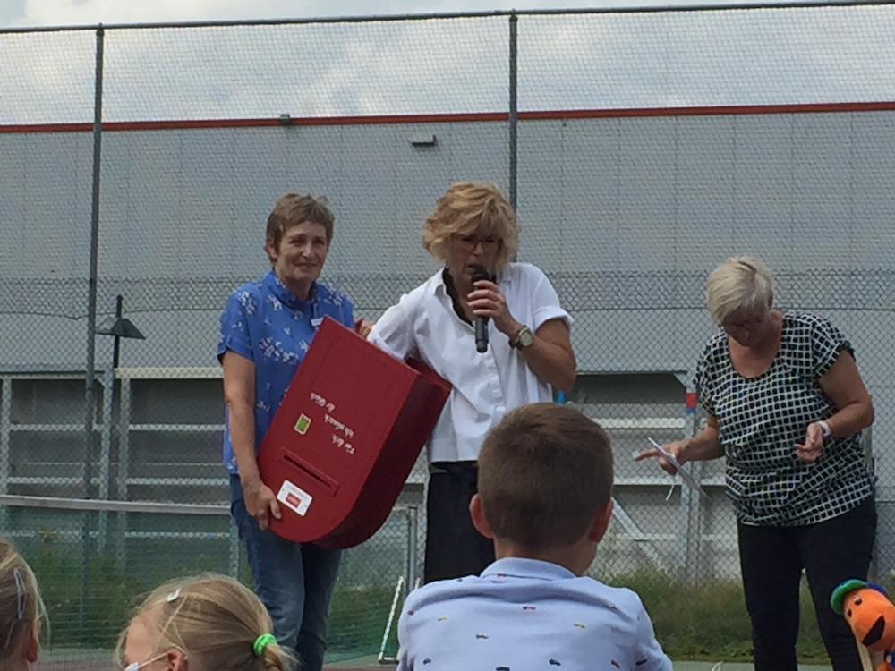 Bürgermeisterin als Glücksfee für die Teilnehmer/innen des Sommerleseclubs 2021